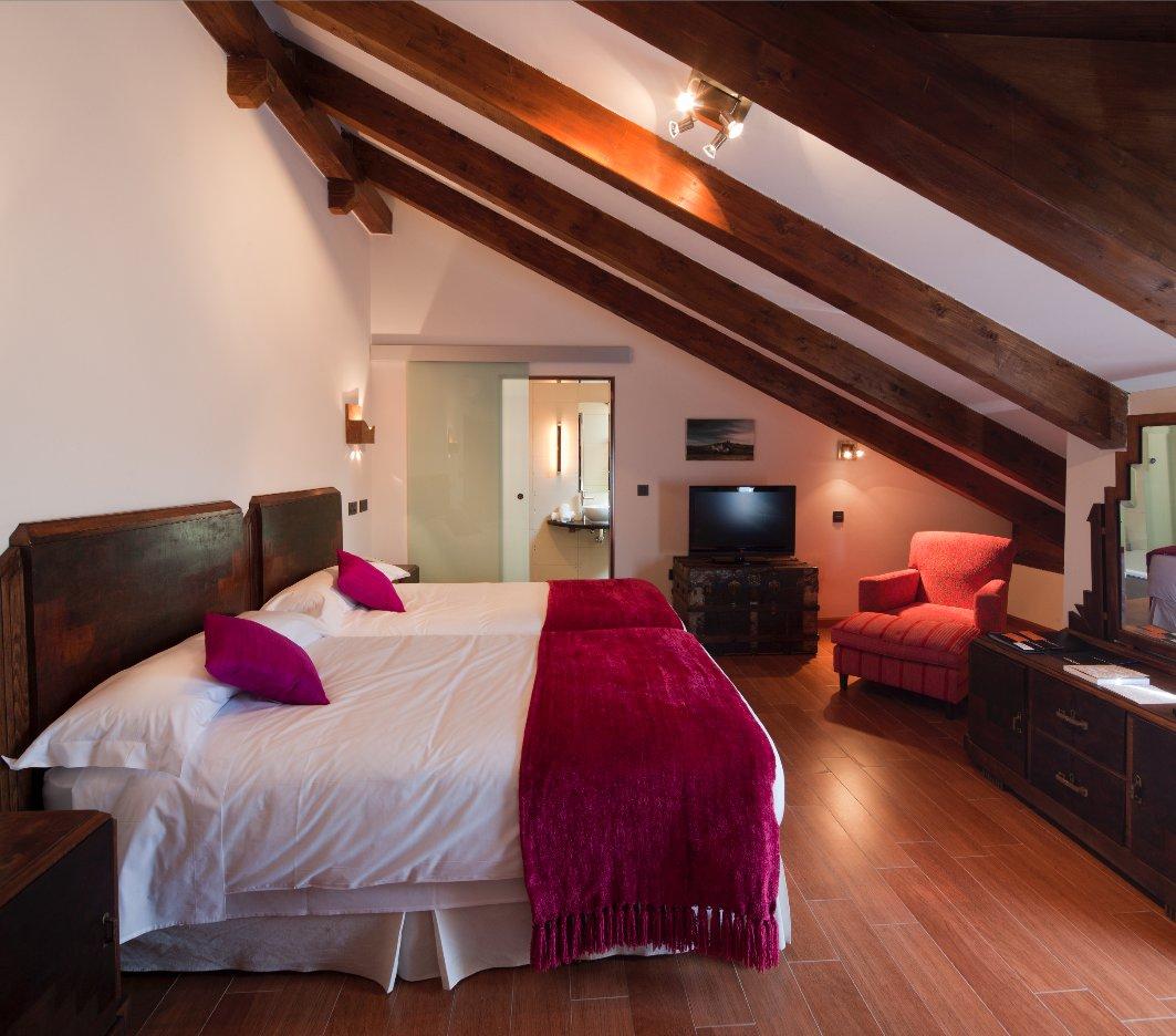 cama-habitacion-superior-concejo-hospederia